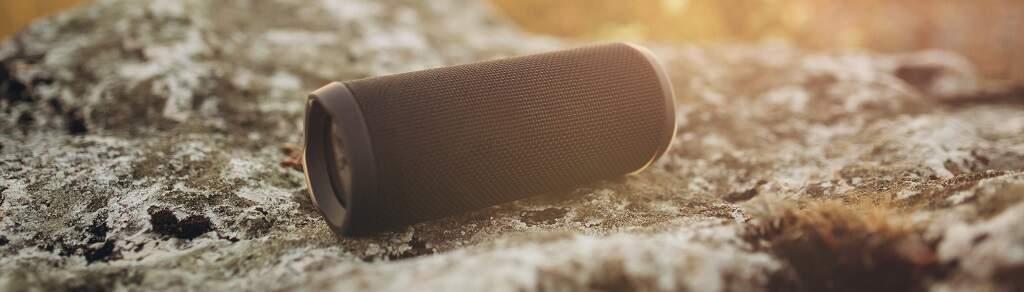 Bluetooth reproduktor prenesie hudbu kamkoľvek